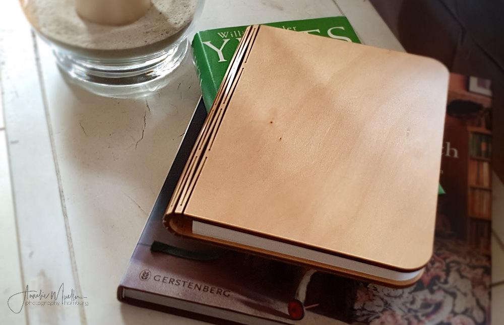 da liegt ein Buch ….